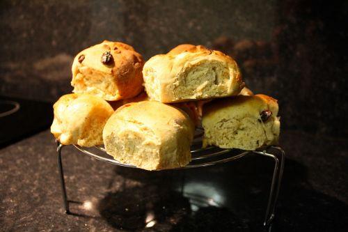 hot cross buns freshly baked buns currant buns