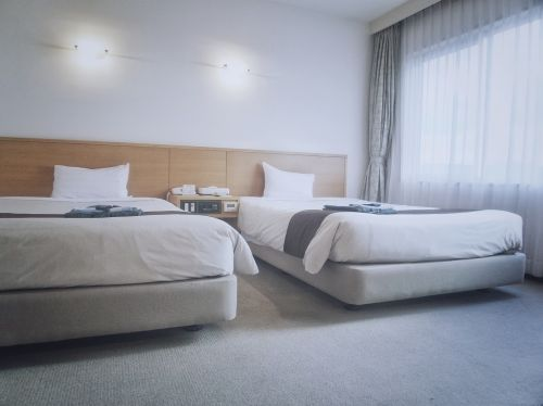 hotel room twin