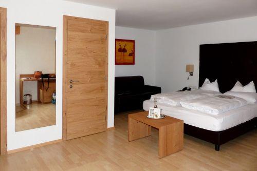 hotel rooms furniture room