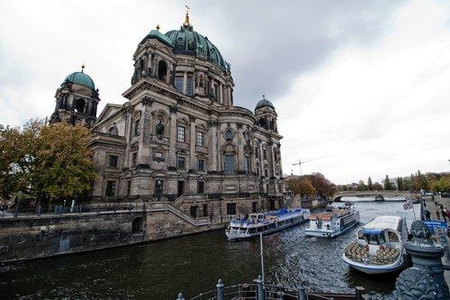 hotels in berlin  germany  the river spree