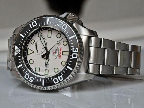 hour s orient diver