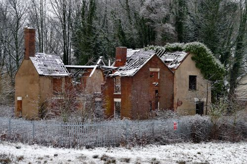 house derelict abandoned