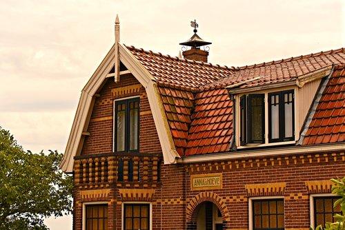 house  tiled roof  upper story