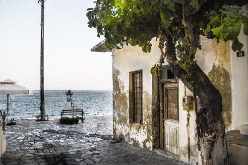 house  old  sea