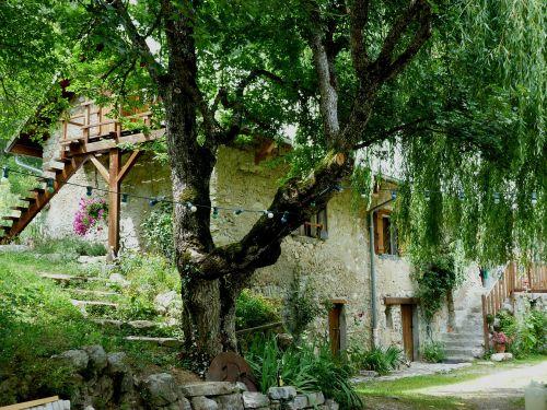 house hostel mountain