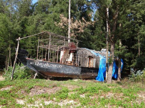 house boat abandoned weathered