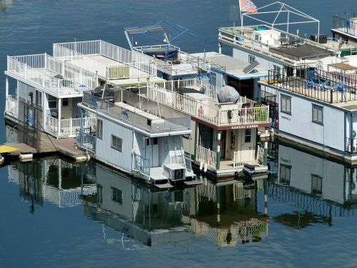 house boats lake water