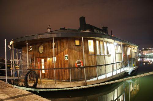 houseboat night boot