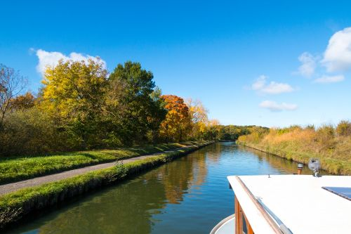 houseboat channel autumn