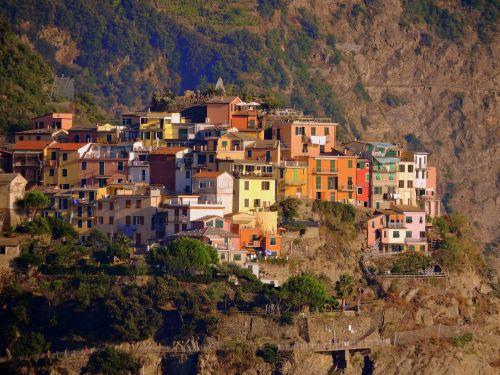 houses mountain corniglia