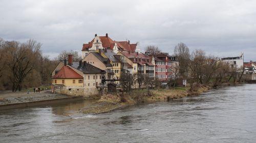 houses river regensburg