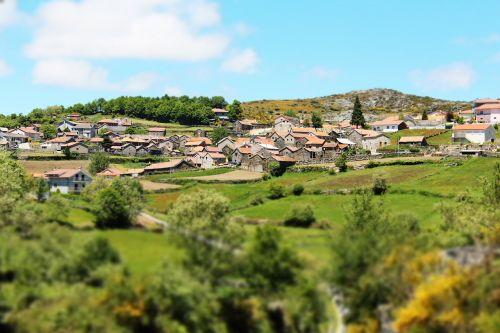 houses land green