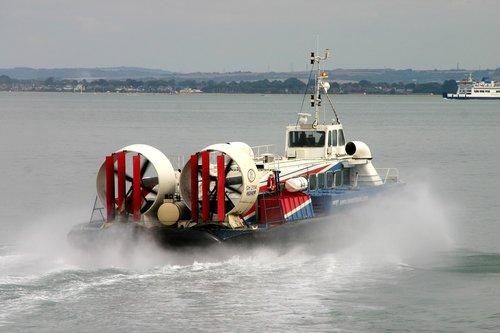 hovercraft  isle-of-wight  float