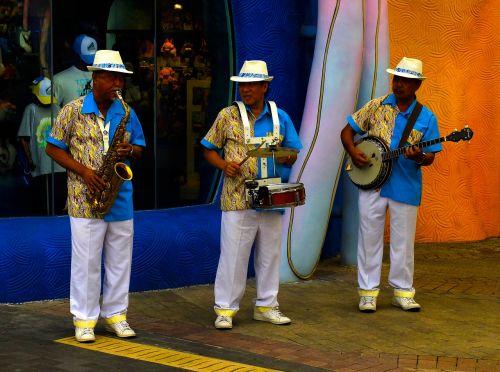 humanities street entertainers saxophone