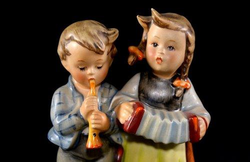 hummel figure  porcelain  goebel