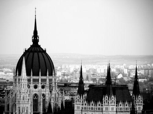 hungarian parliament vista black and white