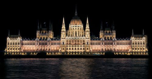 hungarian parliament night budapest