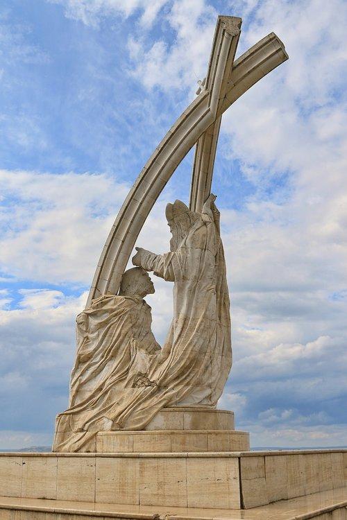hungary  esztergom  statue