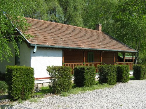 hunting lodge cottage building