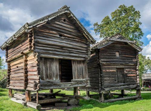 hut building skansen