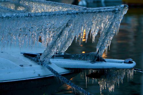 ice ship frozen