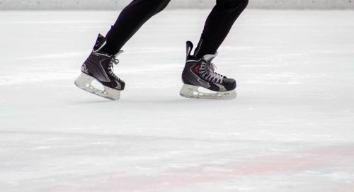 ice skaters winter