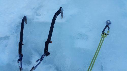 ledo laipiojimas,ledo įrankiai,Žiemos sportas,kietas ledas,petzl nomic,ledo varžtas,krioklys,ledo kirvis,bergsport,Ekstremalus sportas,karbidas