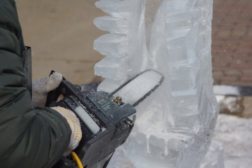 ice sculpting  carving  sawing