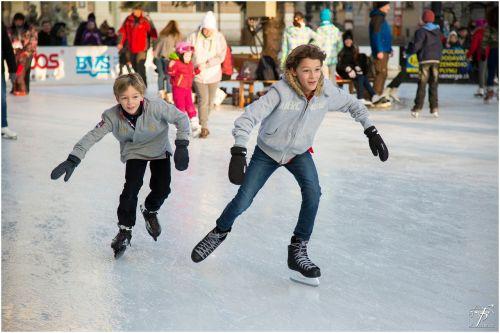 ice skating ice-skating skating