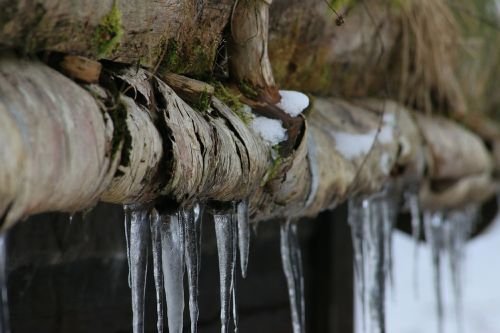 icicle wood cold