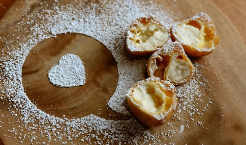 icing sugar  sweet  pastries
