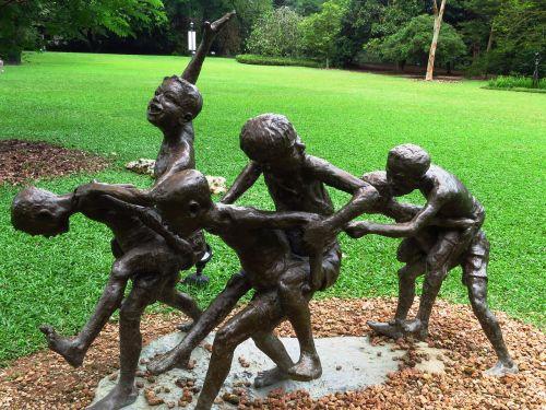 idol children playing