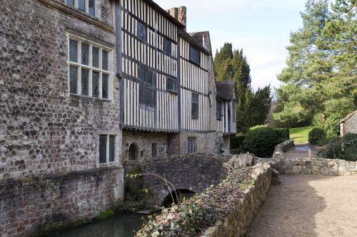 ightham mote medieval moated manor house stonework