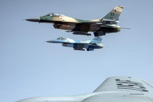 In Flight Refule F-16 Falcons