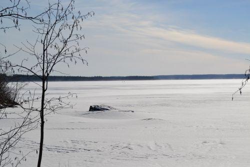 in oulu lake wind winter