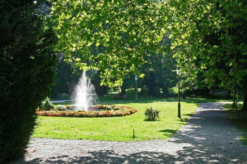 in the kurpark fountain pond