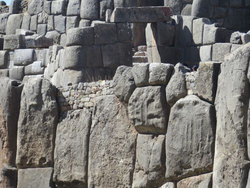 inca fortress of sacsayhuamán cusco peru