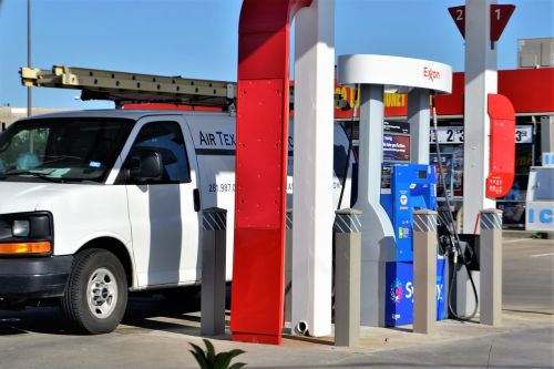 independent contractor gas station gassing up