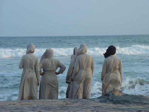 india nuns sea