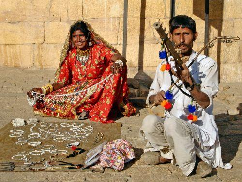 Indija,Busker,prekyba gatvėmis,šeima,skurdas,muzika,muzikantas
