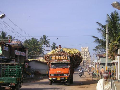 india overloaded truck