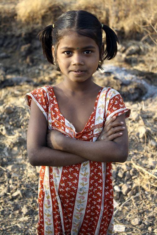 Indijos mergaitė,sulankstyti ginklai,portretas,stovintis,etninis,Moteris