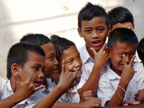 indonesia bali schoolchildren
