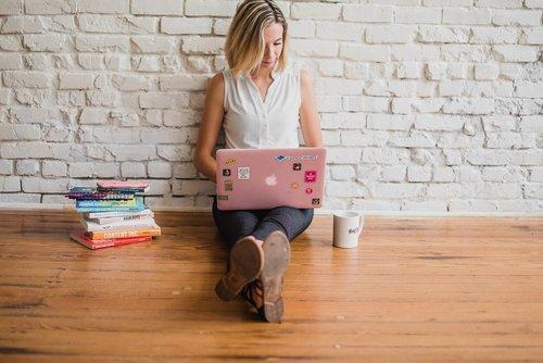 influencer  writing  girl