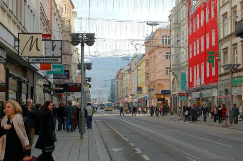 innsbruck streetscape people