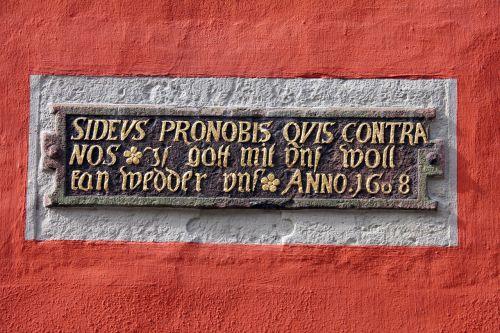 inscription saying text