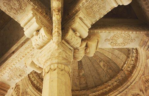 interior cupola column