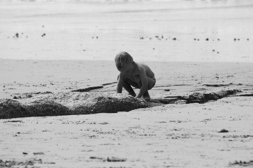 tiriant,žaisti,smėlis,papludimys,atradimas,žaisti smėlyje,vaiko džiaugsmas,žaisti