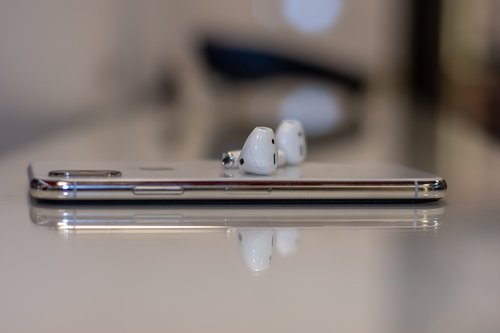 iphone  airpods  communication
