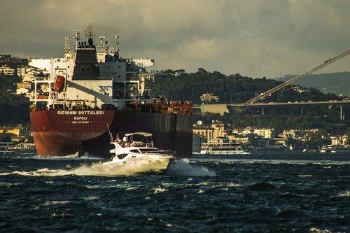 istanbul  bosphorus  ship
